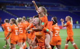 เดิมพันการแข่งขันระหว่างผู้หญิงเนเธอร์แลนด์กับผู้หญิงจีน เวลา 18:30 น. วันที่ 27 กรกฎาคม